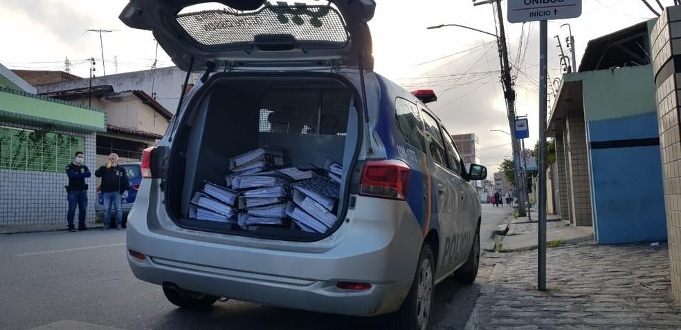 Documentos foram apreendidos na operação Laranja de Pano — Foto: Polícia Civil/Divulgação
