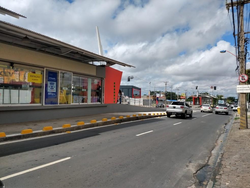 Corredor exclusivo começa a funcionar nas Avenidas Presidente Kennedy (foto) e Gil Martins.  — Foto: Dalyne Barbosa/TV Clube