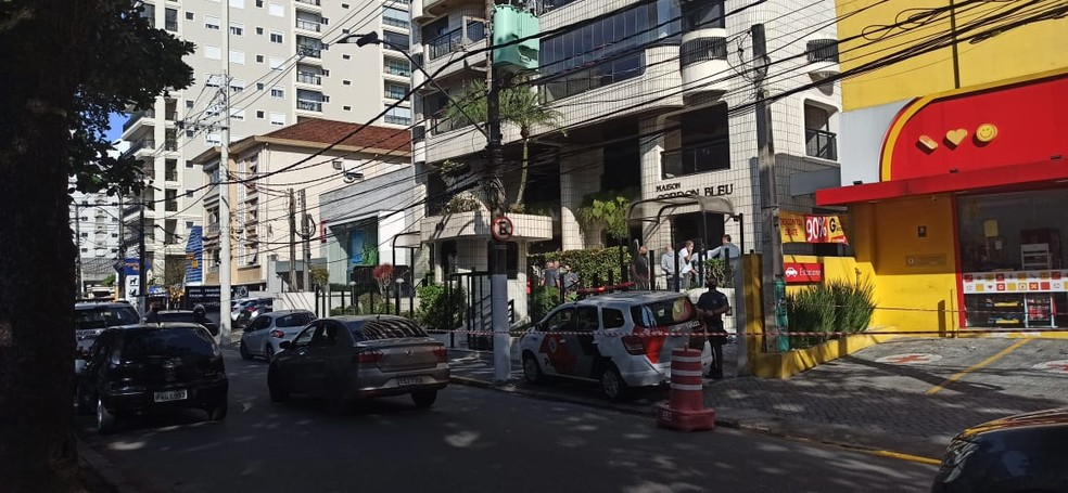 Criança caiu de prédio na Avenida Washington Luiz, em Santos, SP — Foto: Vanessa Ortiz/G1