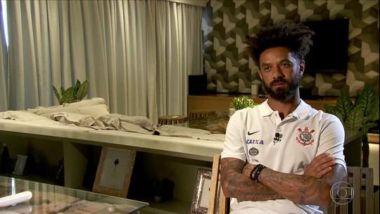 """Chateado com tratamento, Cristian admite deixar Timão: """"Preciso jogar"""""""