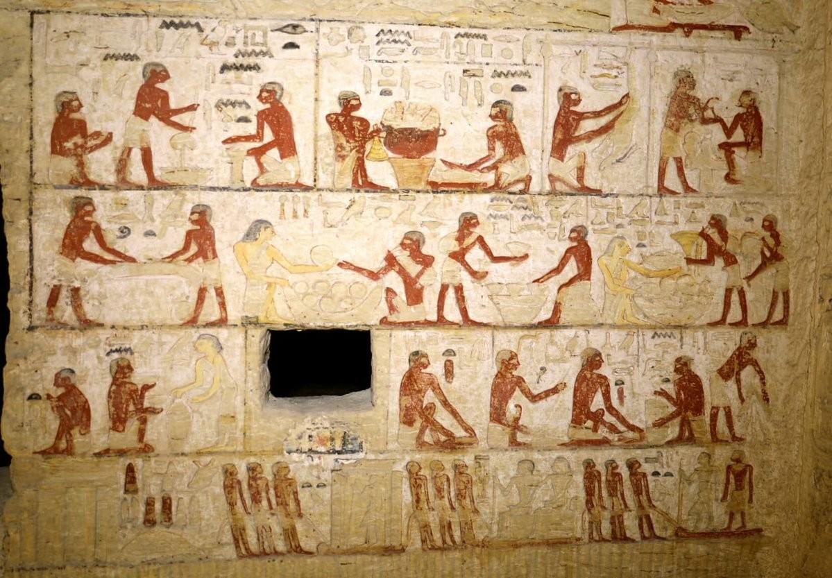 Figuras de família, vinho e cerâmicas estão entre os desenhos da tumba (Foto: Ministry of Antiquities-Arab Republic of Egypt )