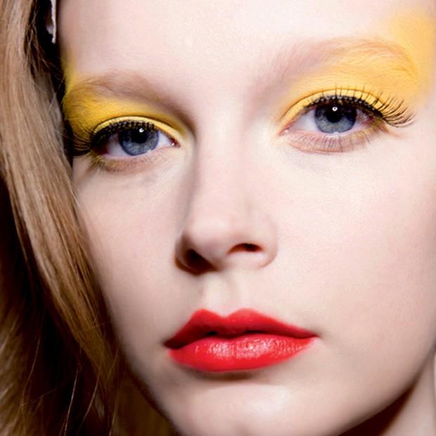 Maquiagem colorida: dicas para usar a tendência fun da temporada (Foto: Divulgação )