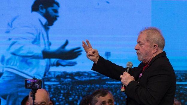 Entre os candidatos, Lula lidera as pesquisas de intenção de votos, mas também tem rejeição alta (Foto: LULA MARQUES/AGÊNCIA PT via BBC)