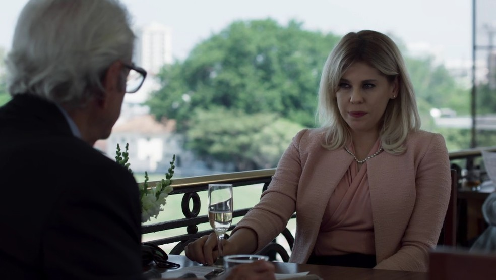 Natanael pede que Jô o ajude a destruir o casamento do filho, por medo de a nora acabar com a carreira dele mais cedo ou mais tarde (Foto: TV Globo)