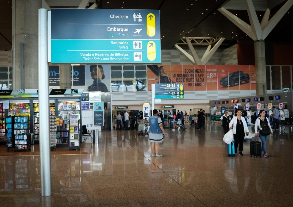 Passageiros no Aeroporto de Viracopos, em Campinas (SP). — Foto: Ricardo Lima