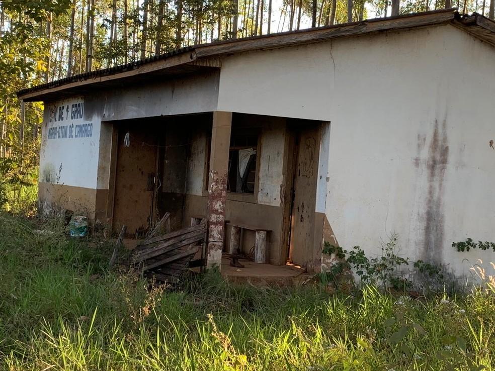 Escola, em cidade do interior do Mato Grosso do Sul, onde Fábio Francisco Esteves morou e estudou — Foto: Fábio Francisco Esteves/Arquivo pessoal