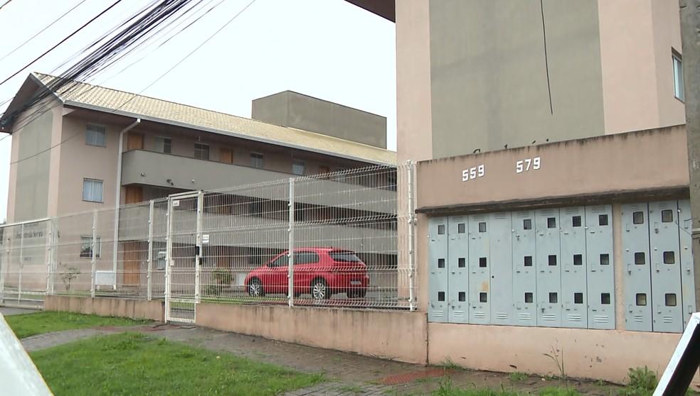 Segundo polícia, jovem chegou até condomínio onde morava em carro de aplicativo — Foto: Reprodução/RPC