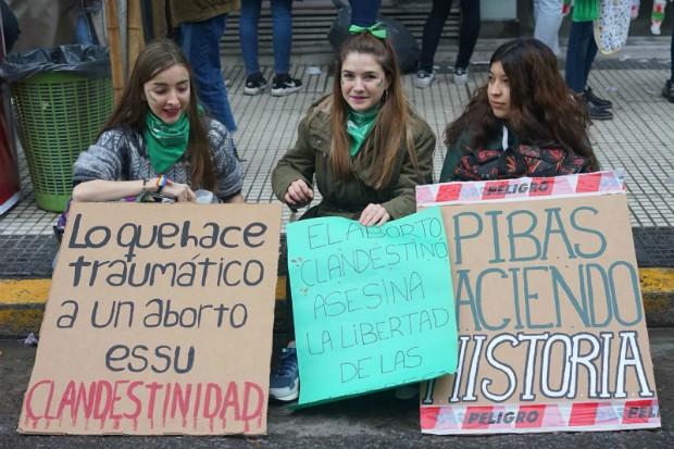 Argentinas prometem retornar às eleições com rechaça aos políticos contrários ao aborto (Foto: Debora Diniz)