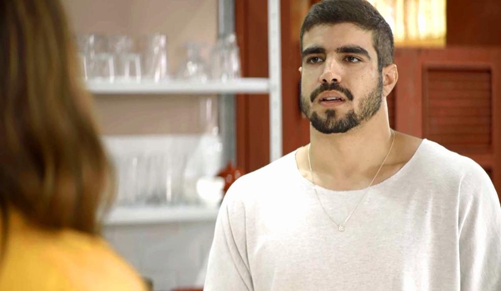 Rock (Caio Castro) procura Maria da Paz (Juliana Paes) para desmascarar Josiane (Agatha Moreira), em 'A Dona do Pedaço' — Foto: Globo