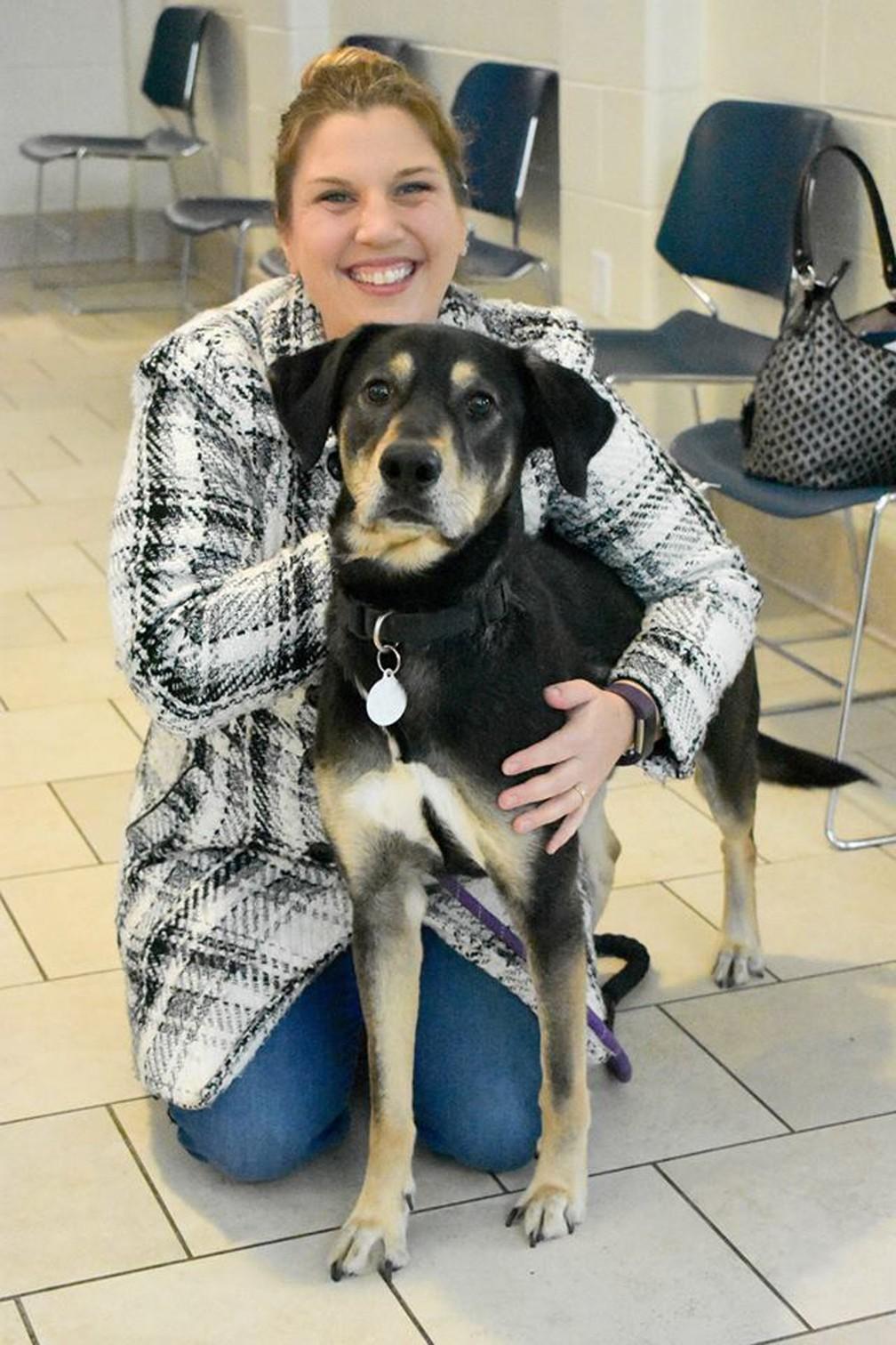 O cão Zeus e sua nova dona (Foto: Prince George County Animal Shelter/Facebook)