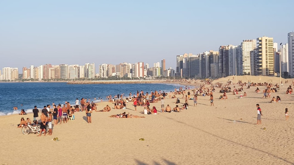 'Praia dos Crush' registra pontos de aglomeração neste domingo. — Foto: Helene Santos