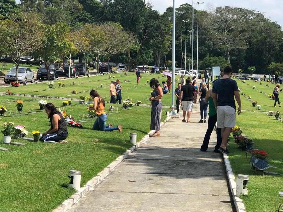 Mais de 10 mil pessoas foram aos cemitérios Parque da Passagem e Morada da Paz, na Grande Natal, no Dia dos Pais (Foto: Divulgação)