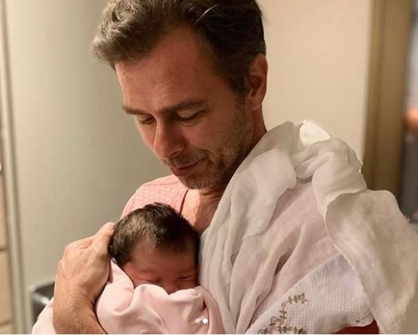 João Vitti com a neta, Clara Maria (Foto: Reprodução Instagram)