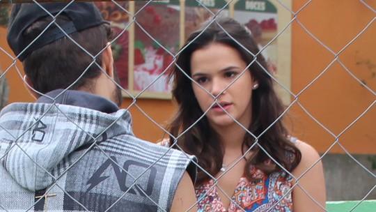 Mari procura Grego e revela ameaça de Dom Peppino