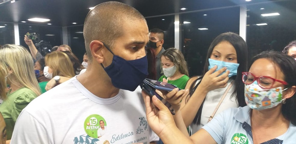 Arthur Henrique fala com a imprensa após ser eleito prefeito de Boa Vista — Foto: Vanessa Fernandes/G1 RR
