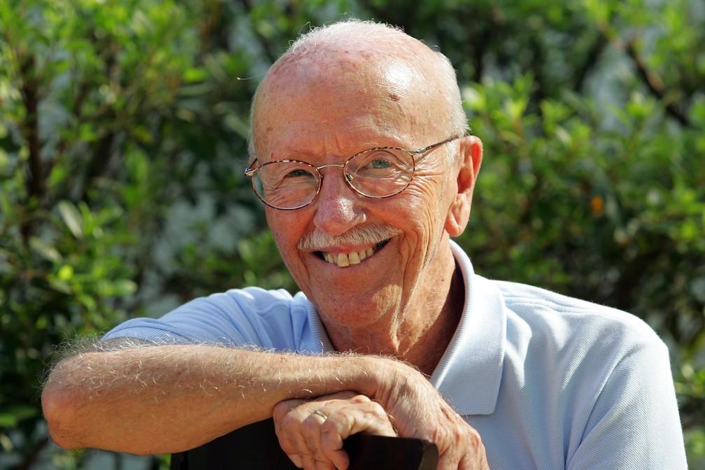 Hélio Bicudo posa para foto em sua casa no bairro do Morumbi, em São Paulo, em novembro de 2006 (Foto: Patrícia Santos/Estadão Conteúdo/G1)
