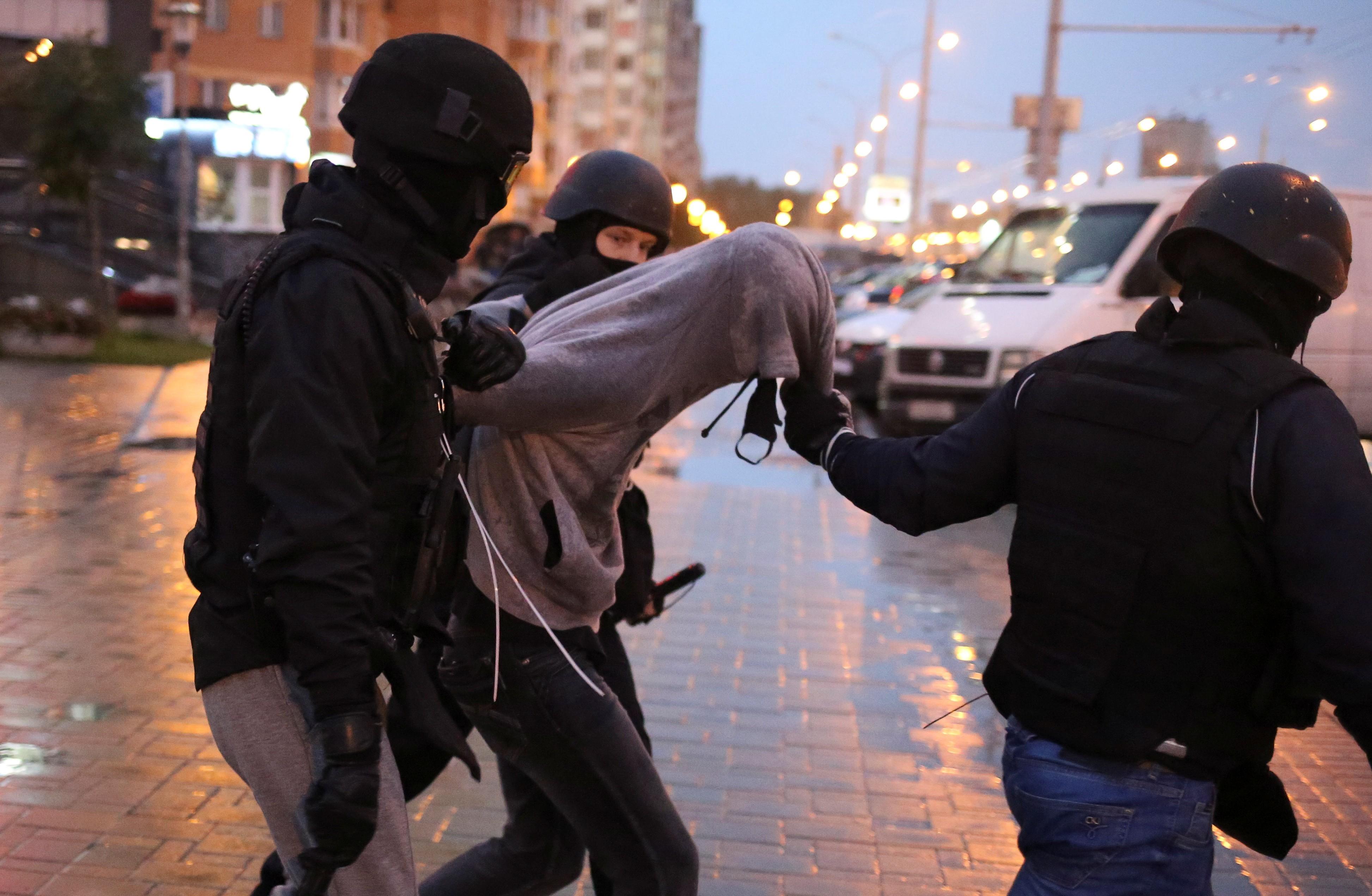 Protesto em Belarus contra posse de presidente termina com ao menos 200 detidos