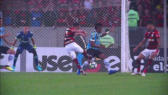 Gremistas lembram gol do Fla na Arena  e reclamam de apito final antes de tempo previsto