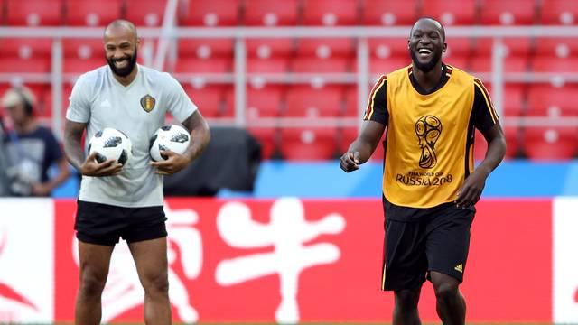 Thierry Henry (à esq), carrasco do Brasil em 2006, é o treinador dos atacantes da Bélgica - dentre eles, Romelu Lukaku, que tem quatro gols na Copa, mas passou em branco contra o Japão