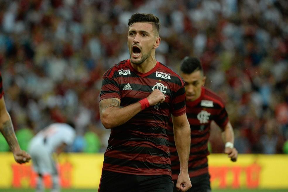 No coração: Arrascaeta marcou o gol de empate nos acréscimos — Foto: Alexandre Vidal/Flamengo