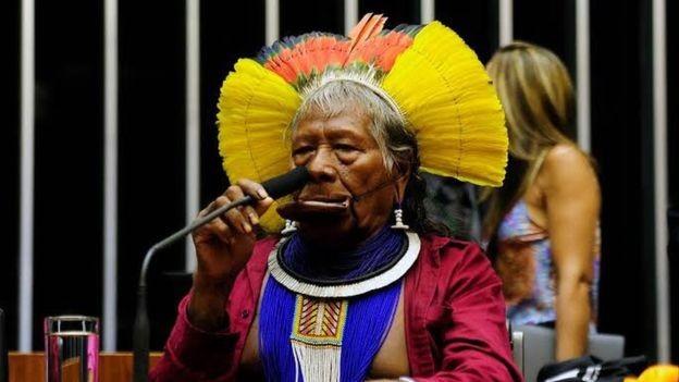 Raoni, líder kayapó que teve grande importância na transformação da causa indígena brasileira em tema internacional (Foto: CÂMARA DOS DEPUTADOS)