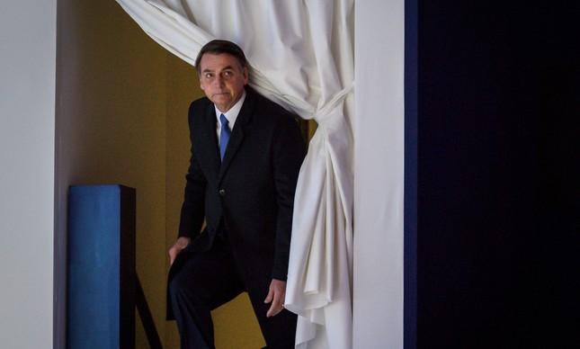 Presidente Jair Bolsonaro sobe ao palco para discursar em Davos