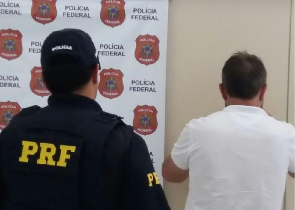 Motorista foi preso em Sombrio  (Foto: PRF/Divulgação)