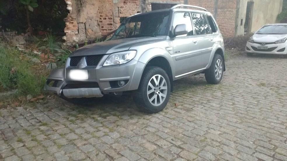 Carro abandonado por suspeito tinha materiais usados em arrombamentos a bancos, segundo polícia  (Foto: Divulgação/ Polícia Civil)