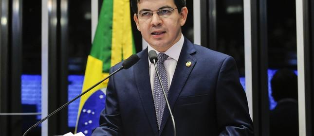 Em discurso, senador Randolfe Rodrigues (Rede-AP) (Foto: Jonas Pereira/ Agência Senado)