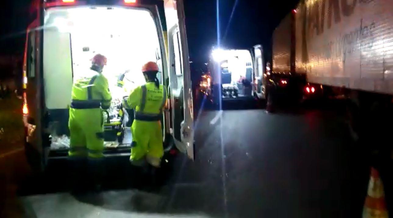Ônibus tomba com 44 passageiros na Rodovia Fernão Dias, em São Sebastião da Bela Vista - Notícias - Plantão Diário