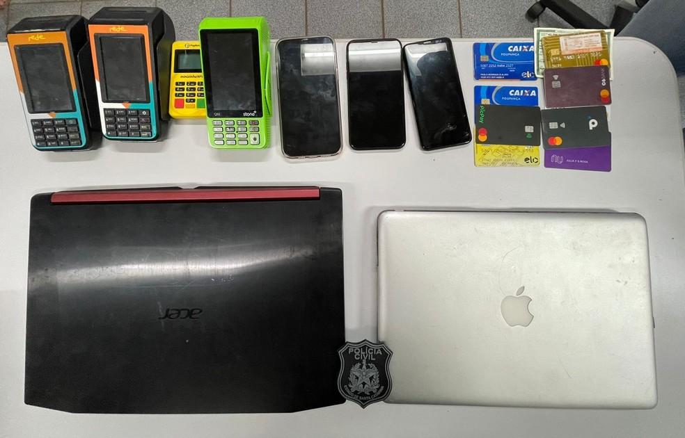 materiais apreendidos em Uberlândia estelionato virtual 30/08/2021 — Foto: Polícia Civil/Divulgação