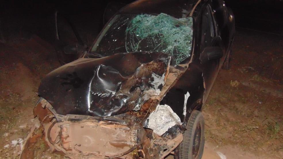 Carro do motorista ficou destruído — Foto: Blog do Braga
