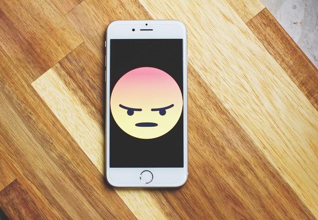 Emoji de raiva na tela de um iPhone (Foto: Pexels)