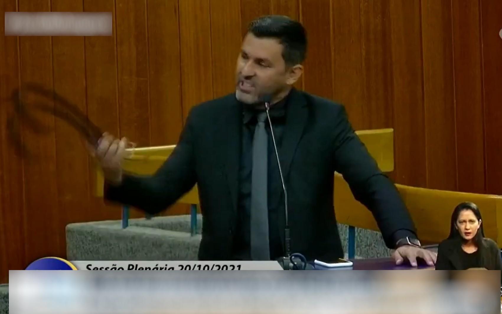 Vereador diz que colega precisava apanhar de cinto no lombo durante sessão da Câmara de Goiânia