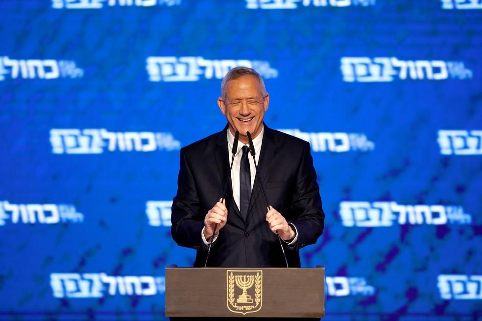 Benny Gantz, líder do partido Azul e Branco, discursa em Tel Aviv nesta quarta-feira (10)  — Foto: Amir Cohen/ Reuters
