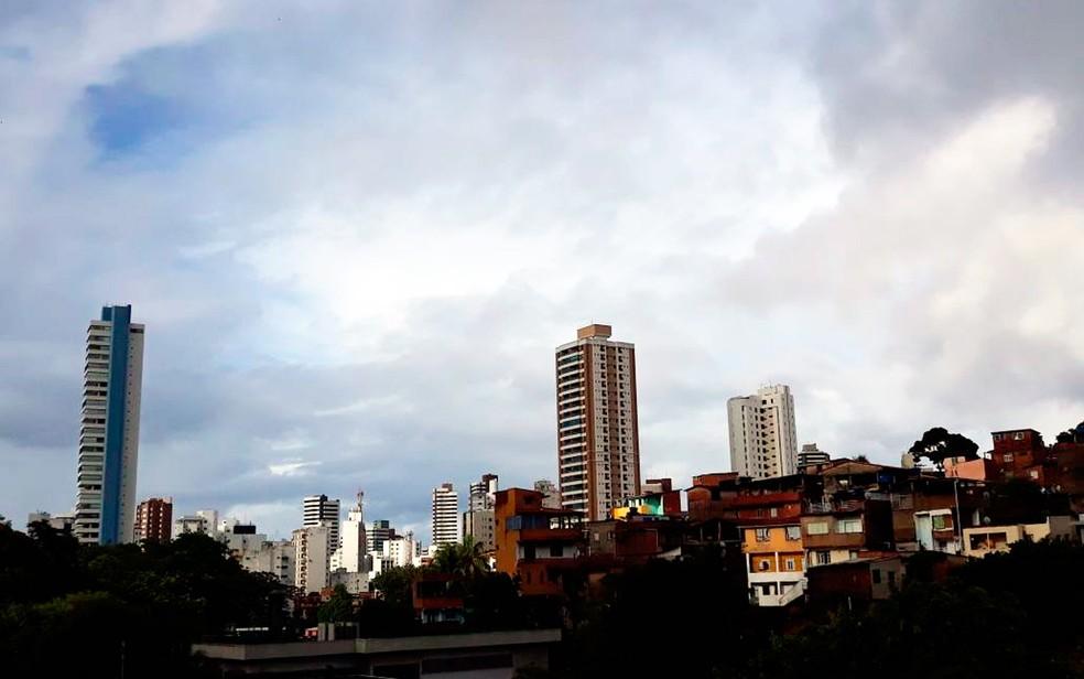 Previsão do tempo para esta quarta-feira é de tempo nublado (Foto: Maiana Belo/G1)