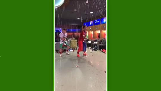 Jogadores do Liverpool pintam o cabelo (e até a barba) de vermelho para comemorar o hexa europeu
