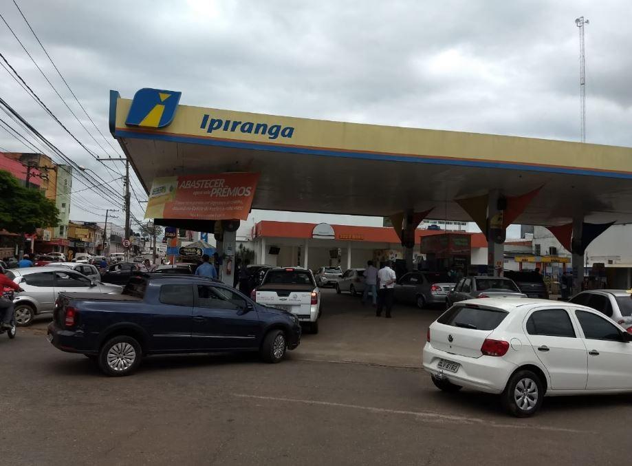 Desespero da população pode deixar postos de combustíveis desabastecidos no Acre, diz sindicato