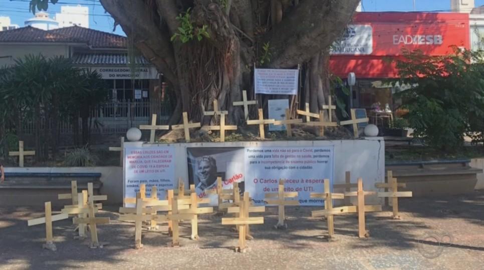 Parentes fazem memorial para homenagear pessoas que morreram de Covid-19 em Marília