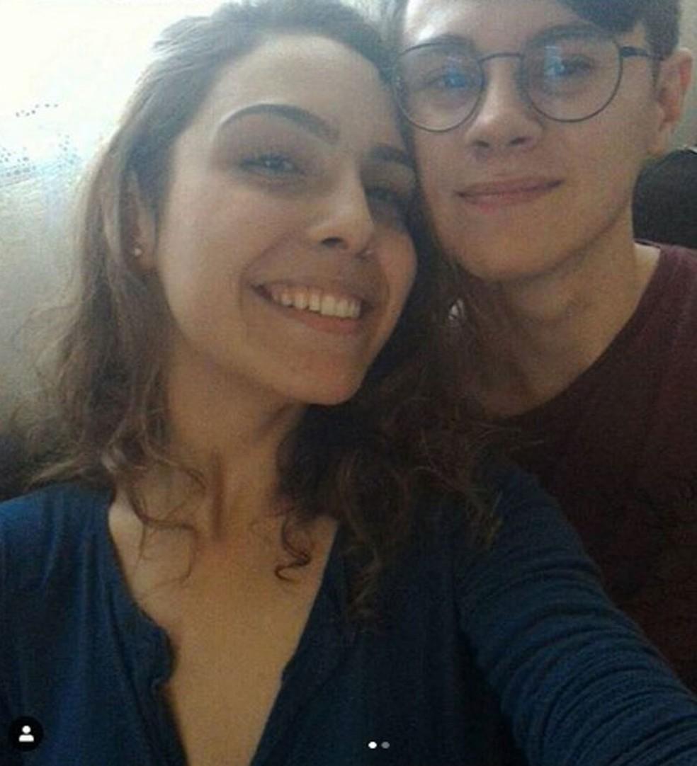 Isabela Tibcherani  e Rafael Miguel em foto tirada antes do crime cometido pelo pai dela, que matou o rapaz e os pais dele. Homem não concordava com o namoro da filha — Foto: Reprodução/Arquivo pessoal/Redes sociais