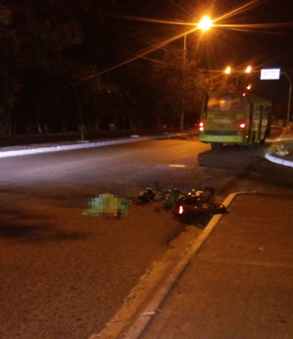 Sargento teria se desequilibrou de moto e caído na pista — Foto: Divulgação
