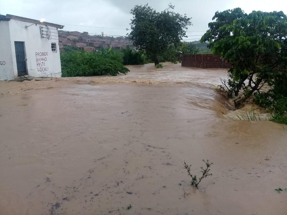 Áreas de Amaraji ficaram cobertas pela água por causa da chuva que caiu no fim de semana — Foto: Prefeitura de Amaraji/Divulgação