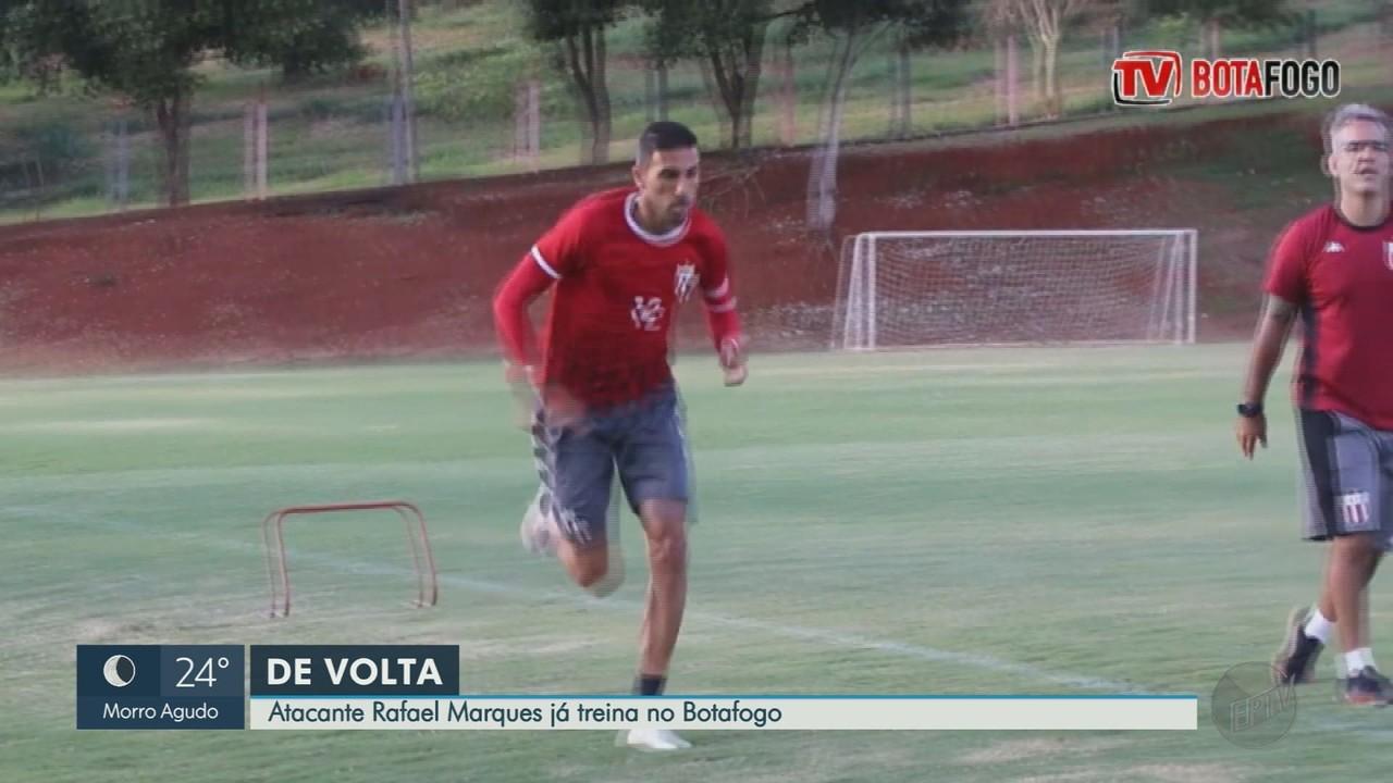 Atacante Rafael Marques, do Botafogo-SP, volta a treinar após cirurgia