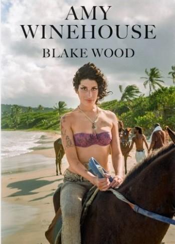 Capa do livro com imagens inéditas de Amy Winehouse (Foto: Blake Wood / Divulgação)