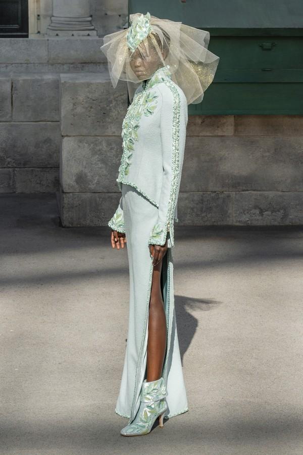 Penteado moicano no desfile da Chanel (Foto: Imaxtree)