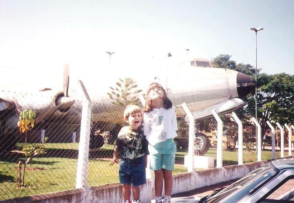 Paixão pela aviação começou ainda na infância durante as visitas ao aeroclube de Itápolis  — Foto: Arquivo pessoal