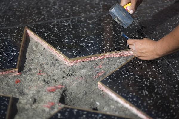 A estrela de Donald Trump na Calçada da Fama após ser novamente vandalizada  (Foto: Getty Images)