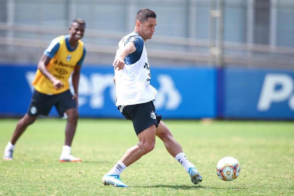 Thiago Neves em treino do Grêmio — Foto: Lucas Uebel/Grêmio