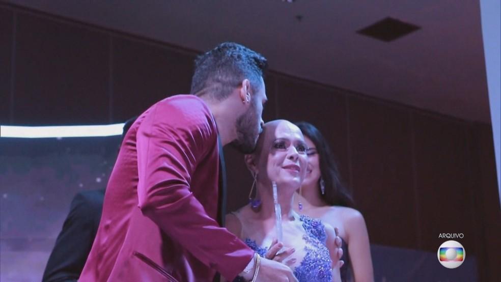 Telma Cristina durante premiação. — Foto: TV Globo