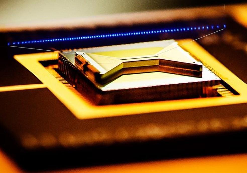 IonQ funciona com a captura de íons de itérbio num campo eletromagnético — Foto: Divulgação/IonQ